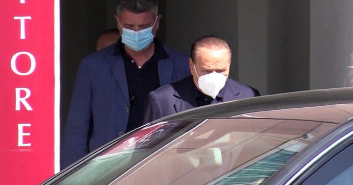 """Silvio Berlusconi dimesso dal San Raffaele. Il ricovero per """"Controlli post Covid"""". Lo staff tecnico: """"Valutazioni cliniche"""""""