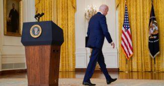 Afghanistan, il momento più nero di Biden: lui tiene il punto, ma nemmeno i democratici lo sostengono. E il fronte interno con la crisi Covid lo fa precipitare nei sondaggi
