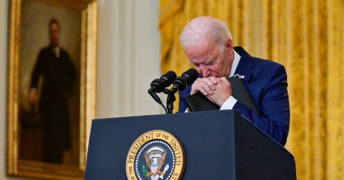 """Afghanistan, Biden pronto ad avviare la stagione dei blitz: con droni o missioni """"la faremo pagare a Isis-K"""". Ma non è chiaro il ruolo dei Talebani"""
