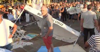 Milano, No Green Pass devastano le vedette M5 a calci e spinte: denunciati 8 manifestanti
