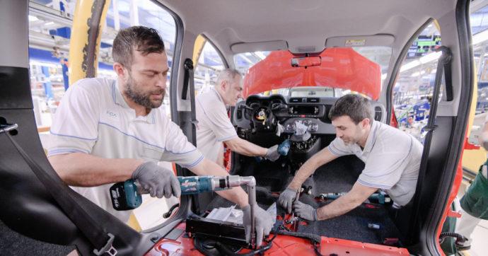 Stellantis, annunciato un nuovo stop per lo stabilimento di Pomigliano d'Arco. Prima mancavano i sedili, ora i semiconduttori