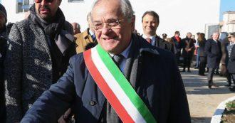 Casal di Principe, il sindaco anticamorra si dimette per protestare contro l'abbattimento di una casa abusiva dove vivono 4 bambini