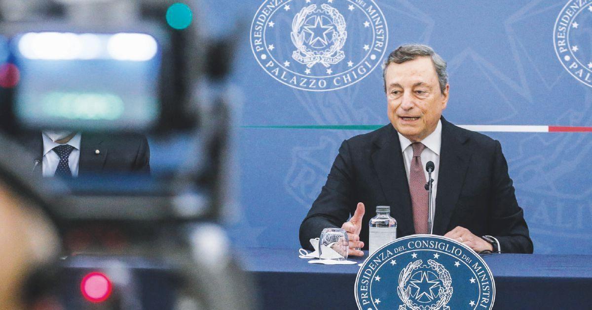 Draghi vuole l'obbligo vaccinale: maggioranza ancor più spaccata