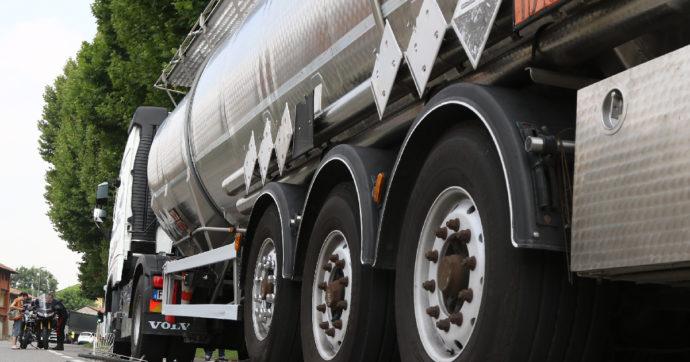 Incidenti sul lavoro, morto un camionista 47enne nel Parmense: è rimasto asfissiato dentro l'autocisterna che guidava