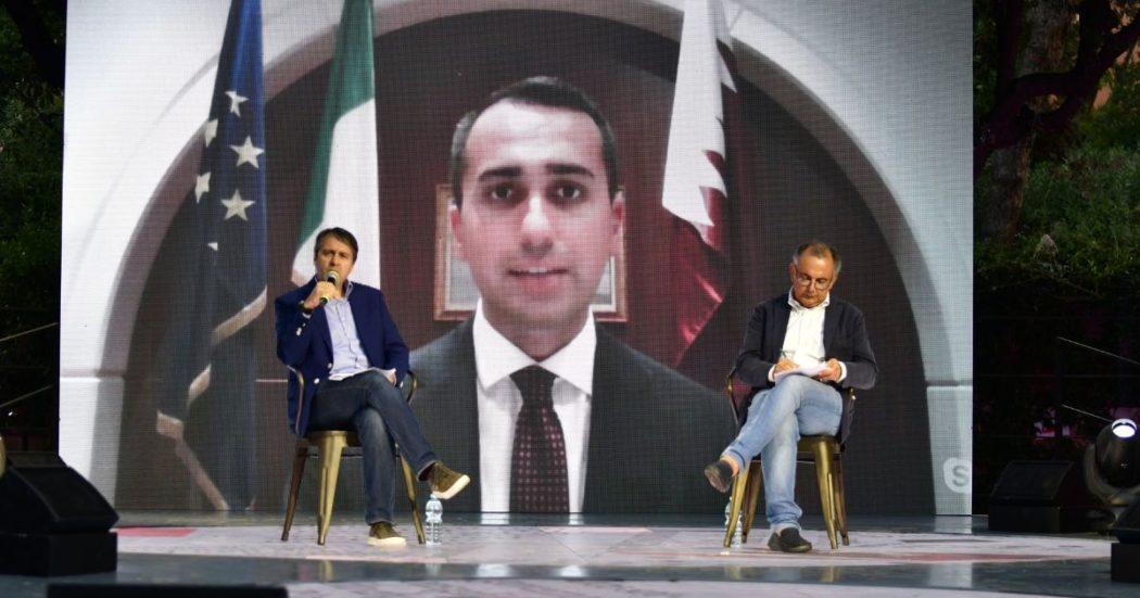 Dall'Afghanistan all'Italia, Di Maio alla festa del Fatto. 'Improbabile che il governo talebano sia riconosciuto. Salvini? Scelga tra Meloni e il bene del Paese'