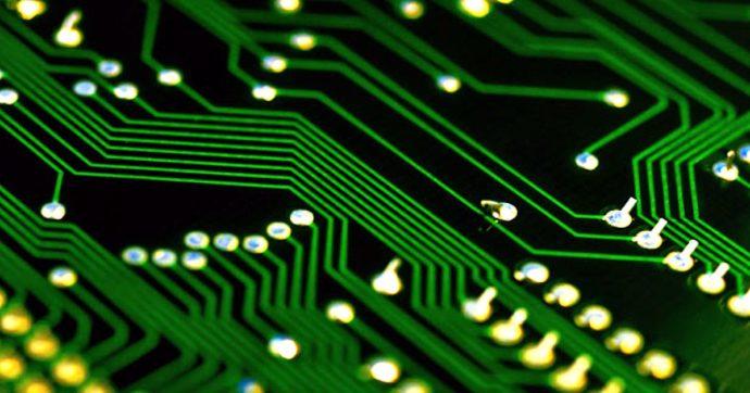 La penuria di micro-chip mette in crisi l'auto, ma i produttori di semiconduttori festeggiano bilanci da record