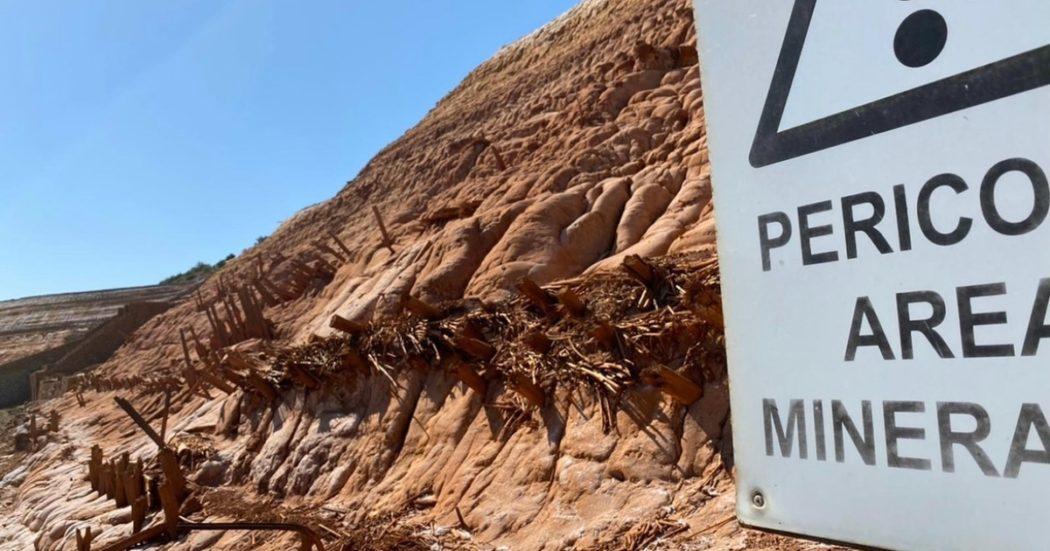 """Le """"montagne rosse"""" di Sardegna: discariche di metalli in attesa di bonifiche, tra veleni e vincoli. E anche tesoretti: """"La soluzione? Sta nel riutilizzo"""". Ma la politica va a rilento (da una quindicina d'anni)"""