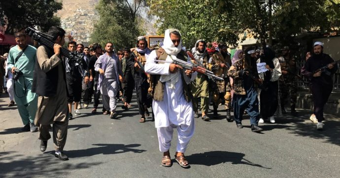 Afghanistan, i Talebani: 'Le donne non fanno i ministri, il loro compito è partorire'. I ribelli del Panshir: 'La resistenza continua'