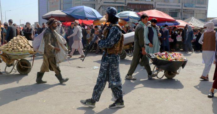 """Afghanistan, manifestazioni a Kabul contro il Pakistan: i Talebani aprono il fuoco. Sassoli: """"Serve un corridoio umanitario per il Panshir"""""""
