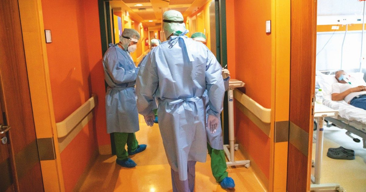 Medici No Vax, altro che obbligo: il 60% al lavoro