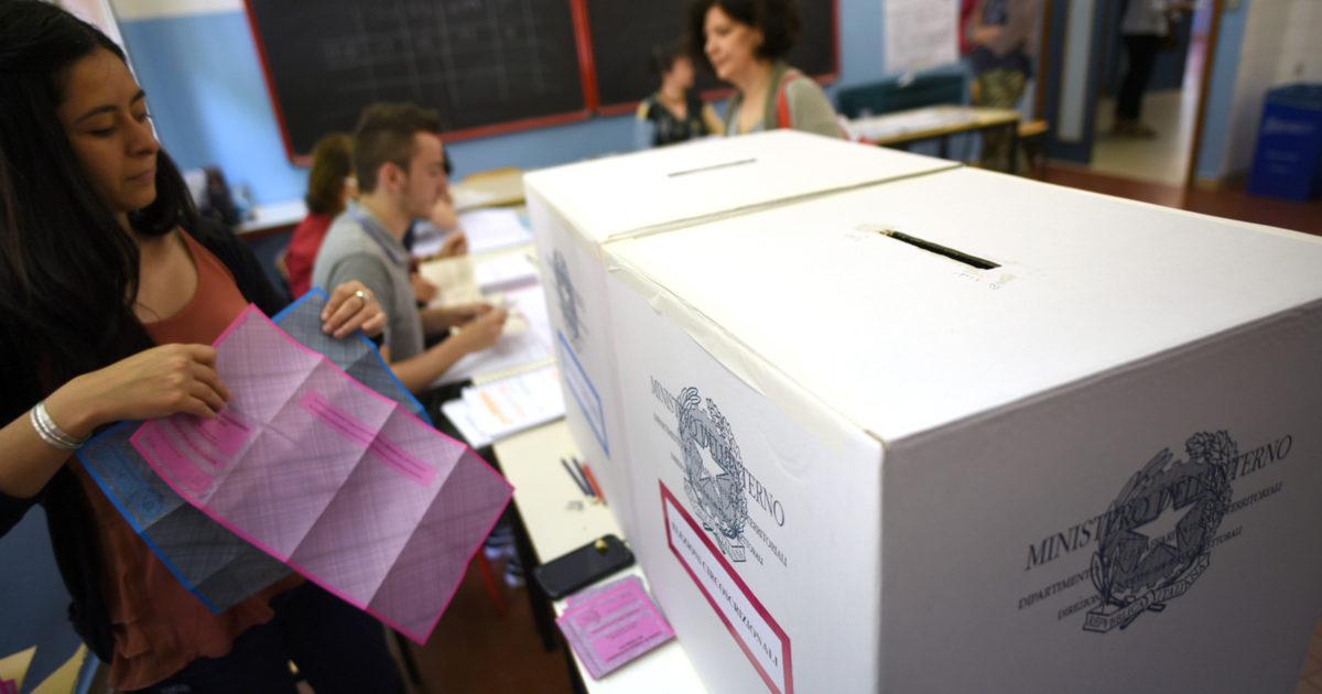 Tessere doppie e morti che votano: rischia di allargarsi l'inchiesta sui brogli a Reggio Calabria
