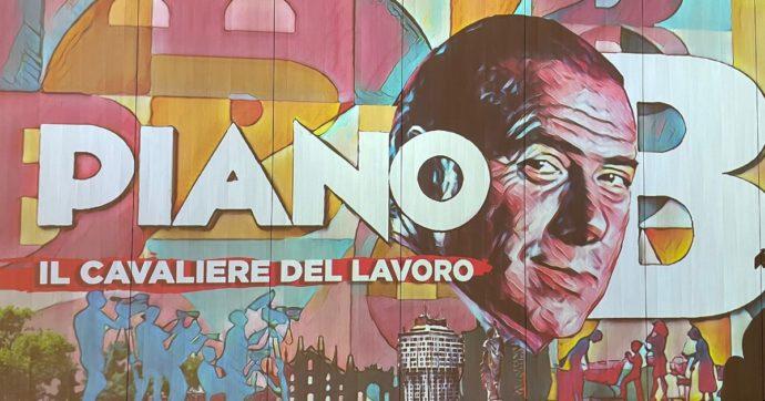 """A Milano la mostra """"immersiva"""" sul Berlusconi imprenditore: una rassegna di icone piena di lustrini (e depurata di ogni ombra)"""