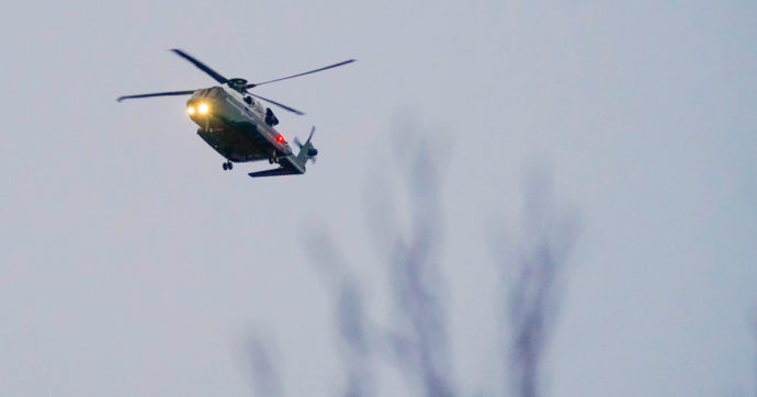 Francia, un elicottero della Protezione civile precipita a Villard-de-Lans: morto un meccanico. Quattro i feriti, uno è grave