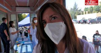 """Napoli, i vaccini dell'ultimo minuto si fanno a scuola. Genitori: """"Senza non possiamo accedere"""". Medici: """"Unico modo per uscirne"""""""