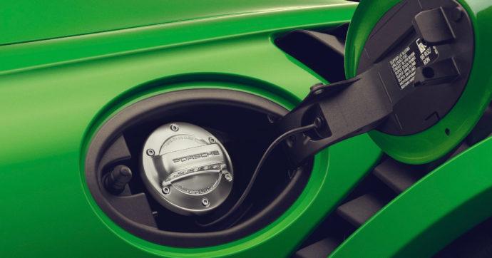 Esentare la Motor Valley dal bando ai motori termici del 2035? Si, ma bisogna puntare anche sui carburanti verdi