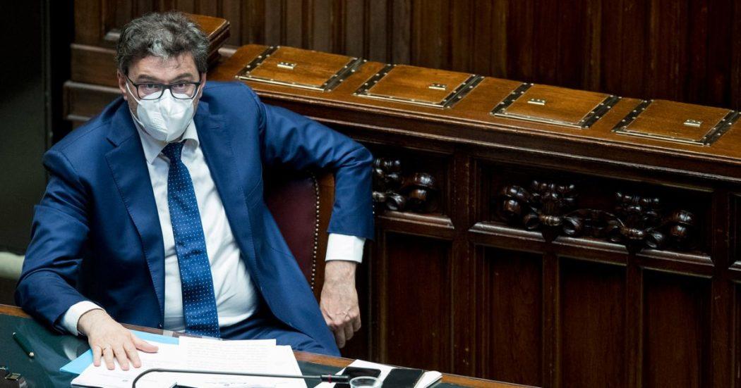 """Green pass, Giorgetti sconfessa la linea Salvini: """"C'è l'ipotesi di estenderlo a tutti i lavoratori. Dalle aziende richiesta di sicurezza, serve un sistema di certezze"""""""