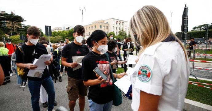 Università, il giorno del test per le professioni sanitarie: in 73mila tentano l'ingresso, ma c'è posto solo per un terzo dei candidati