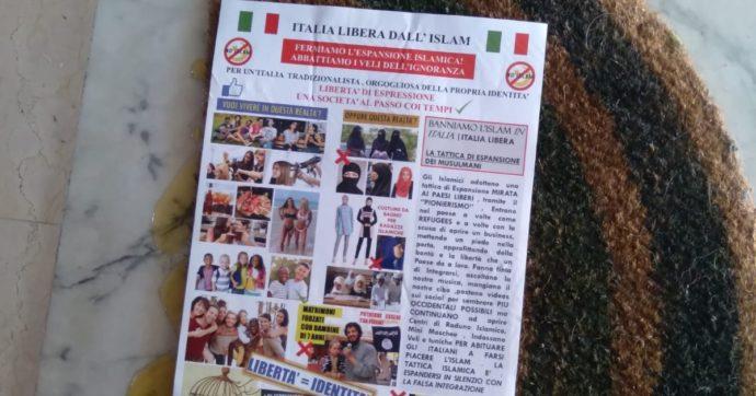 """Roma, insulti e cartelli a sfondo razziale contro il vicino bengalese. Sullo zerbino la scritta """"Italia libera dall'Islam"""""""