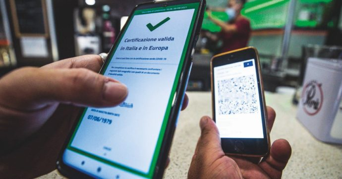 Green pass al lavoro, il testo definitivo del decreto: per chi non è in regola niente sospensione, ma solo stop allo stipendio