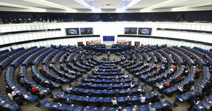 """Dall'Europarlamento primo ok alla relazione contro le querele temerarie. M5s: """"Sono uno schiaffo alla democrazia"""""""