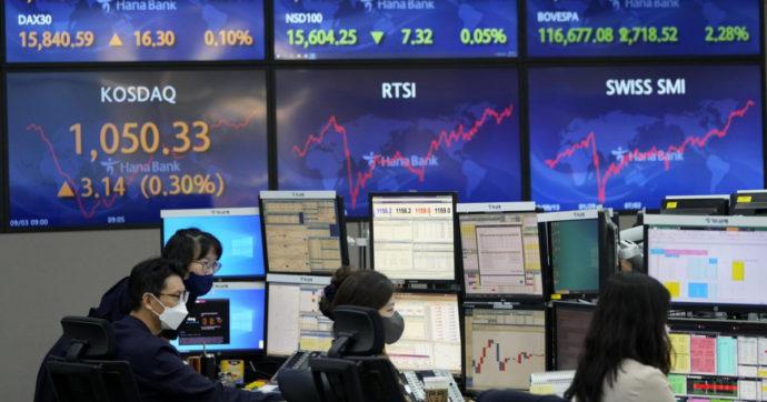 Borse tutte in rosso, il crac della cinese Evergrande spaventa i mercati. Milano chiude a meno 2,5%. Giornata nera anche per il bitcoin