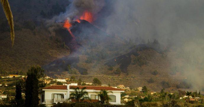 Canarie, in corso eruzione vulcanica a La Palma: lava verso le case, evacuate almeno 5mila persone. Il premier Sanchez sull'isola