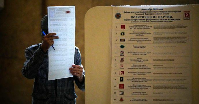 """Elezioni Russia, il partito di Putin si riprende la Duma: ha quasi il 50% dei voti. Ue: """"Clima di intimidazione"""". Usa: """"Basta pressioni"""""""