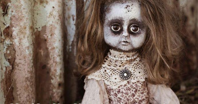 Ristruttura casa e nascosta nel muro trova una bambola con un messaggio scritto a mano
