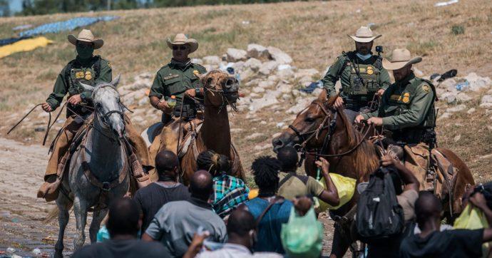 """Bloccati e frustati al confine, le immagini della polizia Usa contro i migranti in arrivo dal Messico. Casa Bianca: """"Orribile da vedere"""""""