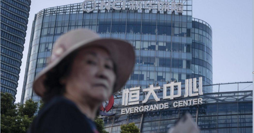 Evergrande rifinanziava vecchi debiti usando i soldi raccolti da piccoli investitori e dipendenti. Il gruppo tenta di calmare i mercati