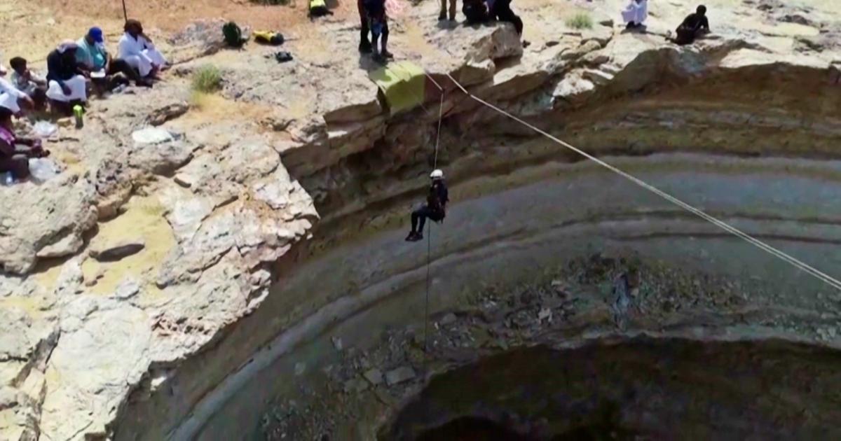 """Per la prima volta in fondo al """"Pozzo dell'Inferno"""": gli speleologi si calano per 110 metri – Video"""