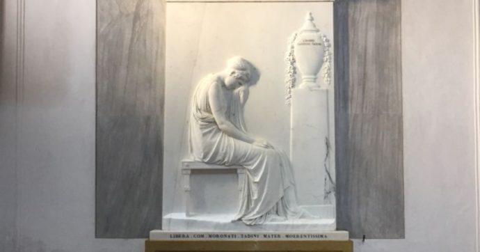 Riecco la Stele Tadini, l'ultimo capolavoro di Canova torna visibile dopo il restauro. E sarà esposta come 200 anni fa: a lume di candela