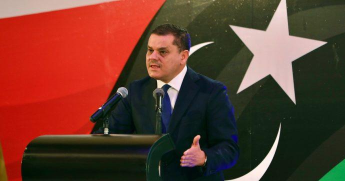 """Libia, il premier Dbeibeh chiama i sostenitori in piazza dopo la mozione di sfiducia dei pro-Haftar. Di Maio: """"Puntare alle elezioni"""""""