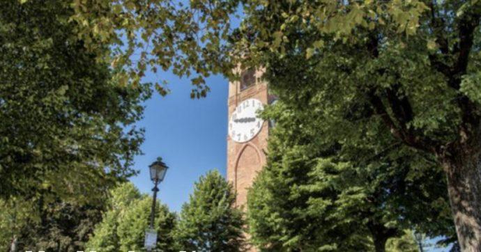 Film porno girato di notte a Mondovì: la polemica dei cittadini per le immagini davanti alla chiesa. La polizia indaga