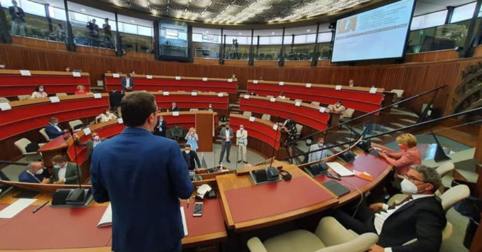 """Trentino-Alto Adige, nella busta paga dei consiglieri arriva l'auto-regalo: fino a 25mila euro di """"adeguamento al costo della vita"""""""