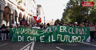 """Fridays for Future in piazza a Roma, l'appello dei ragazzi alla politica: """"Subito un freno alle aziende che mettono a rischio il futuro di tutti"""""""