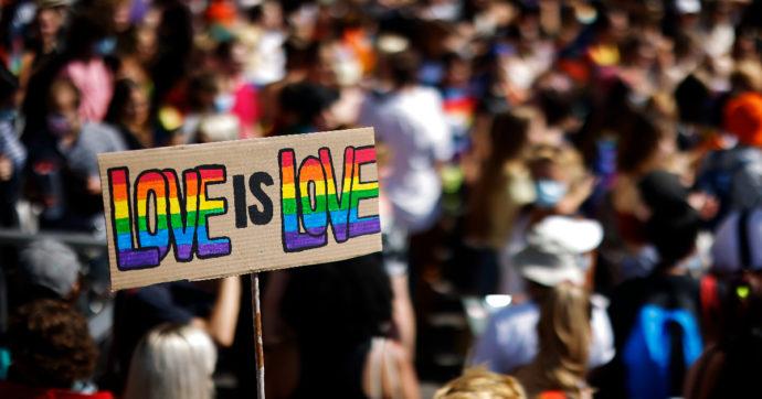 Referendum Svizzera, vince il sì ai matrimoni gay con il 64%. Si vota anche per tassare grandi capitali