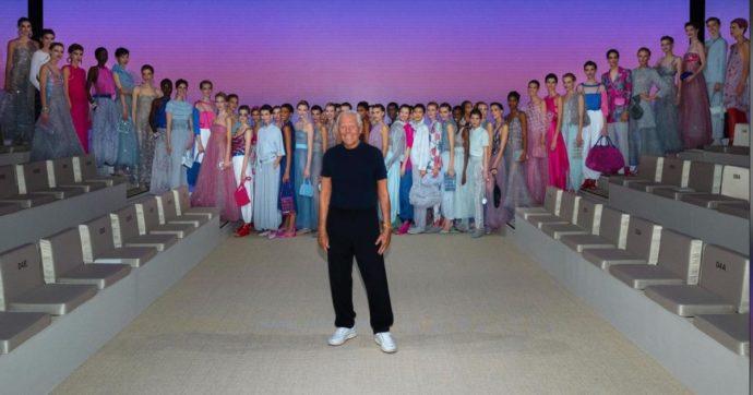 """Milano Fashion Week, Giorgio Armani mette l'emozione del mare nei suoi abiti e cita l'Infinito di Leopardi: """"I tempi, a mio avviso, richiedono questo"""""""