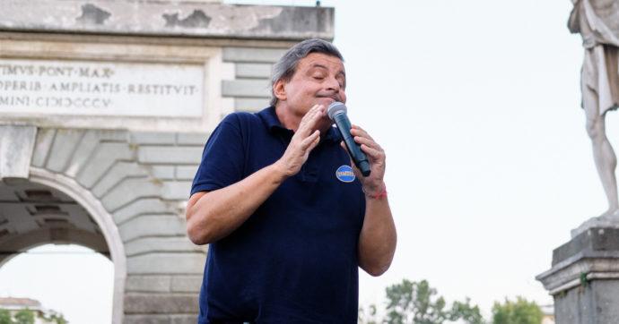 """Elezioni comunali Roma, Carlo Calenda si tatua """"SPQR"""" sul polso: """"Ora mia moglie mi corca di botte"""". Ma è un tatuaggio vero? Lui risponde così (LA FOTO)"""