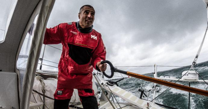 Il giro del mondo in barca a vela con i sensori per raccogliere dati sulla salute dell'oceano: la sfida del campione italiano Giancarlo Pedote