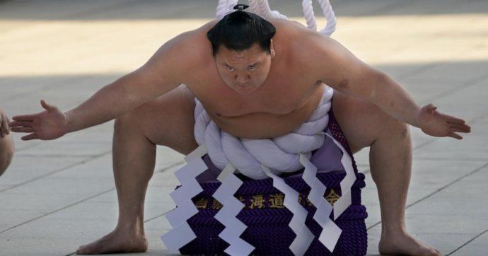"""Hakuho, il più grande campione nella storia del sumo annuncia il suo ritiro: """"Colpa dei continui infortuni al ginocchio destro"""""""