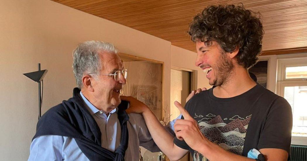 Elezioni Bologna, il pranzo tra Santori e Prodi a meno di una settimana dal voto. C'era anche la portavoce della Sardine Jasmine Cristallo
