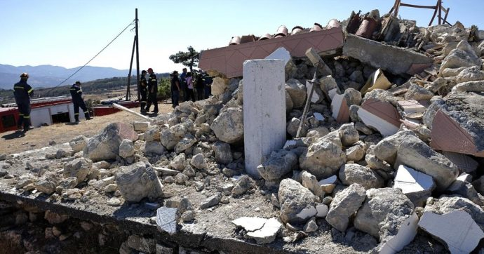 """Terremoto a Creta, un morto e 12 feriti dopo violenta scossa. Una residente: """"È un miracolo che non ci siano altre vittime"""""""