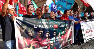 """Alitalia, il corteo a Roma dei lavoratori con le maschere della Casa di Carta: """"Assunzione per tutti e contratto nazionale collettivo"""" – Video"""