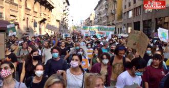 """A Milano attivisti da tutta Italia per la marcia per il clima: """"I governi hanno fallito. Sull'ambiente non esiste mediazione, bisogna agire adesso"""""""
