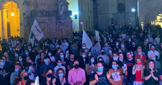 """Comunali, a Nardò violenze e insulti omofobi dei militanti di destra al comizio M5s-Pd. Altra aggressione ad Afragola. Conte: """"Gravissimo"""""""