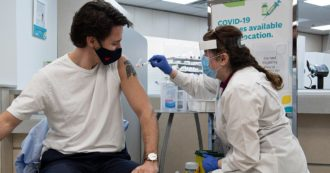 Covid, in Canada vaccino obbligatorio per i dipendenti pubblici e per gli over 12 per accedere a treni e aerei