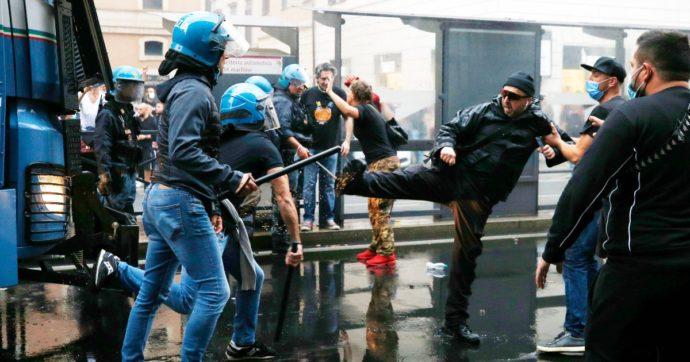 """No green pass in piazza e scontri con la polizia, Cgil: """"Noi assaltati da  no vax e Forza Nuova, è squadrismo fascista. Resisteremo"""". Draghi chiama  Landini: """"Intimidazioni ai sindacati inaccettabili"""" - Il"""
