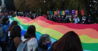 """La marcia Perugia-Assisi arriva alla 60esima edizione: oltre 10mila persone, anche Mimmo Lucano. """"Cura è il nuovo nome della pace"""""""