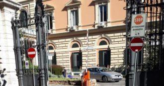 """Roma, in 30 assaltano l'ospedale Umberto I: """"Volevano liberare un manifestante in stato di fermo che aveva rifiutato il tampone"""""""